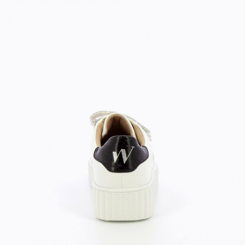 White lightning sneakers with silver velcro