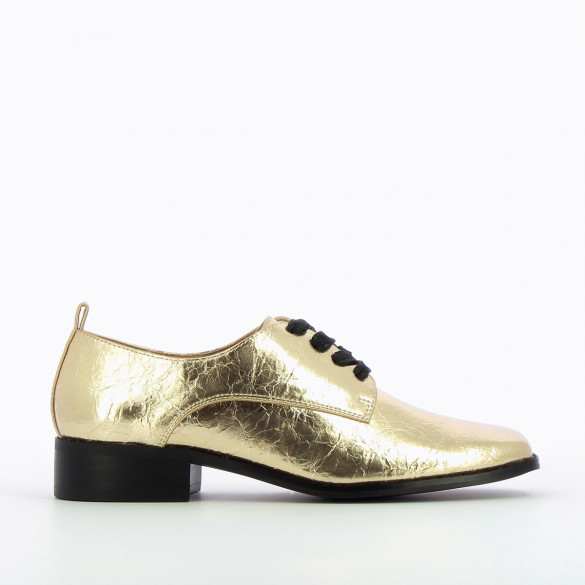 metallic gold brogues woman Vanessa Wu with square toe wrinkled leather effect black laces