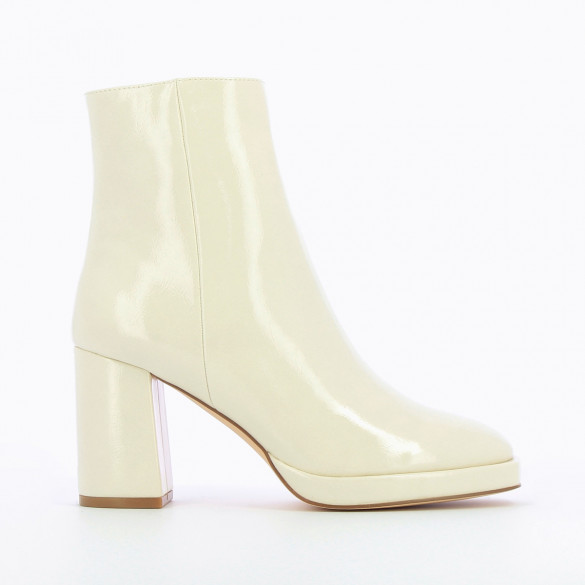 ivory vintage boots patent faux leather with platform heel woman Vanessa Wu