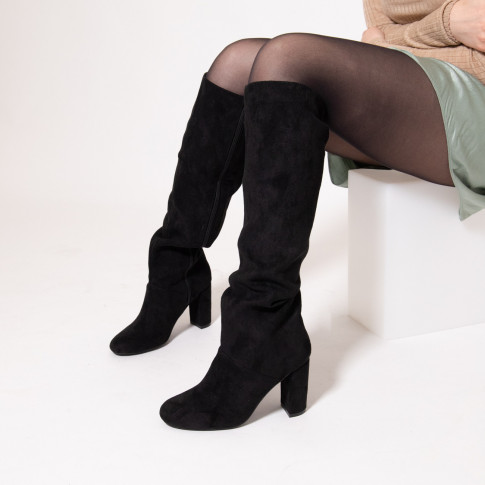 Black boots with heel