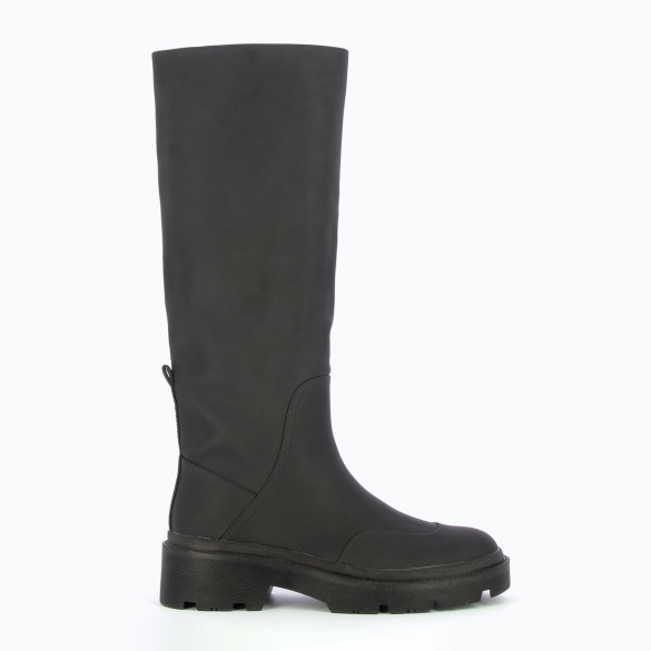 rain boots matt black oversized serrated sole woman Vanessa Wu faux leather