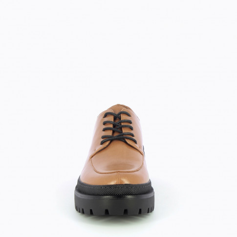 Camel brogues with large scalloped sole