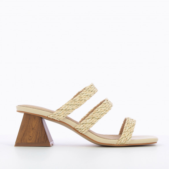 Beige mules with woven straps raffia effect and gold threads woman Vanessa Wu with pyramid heel
